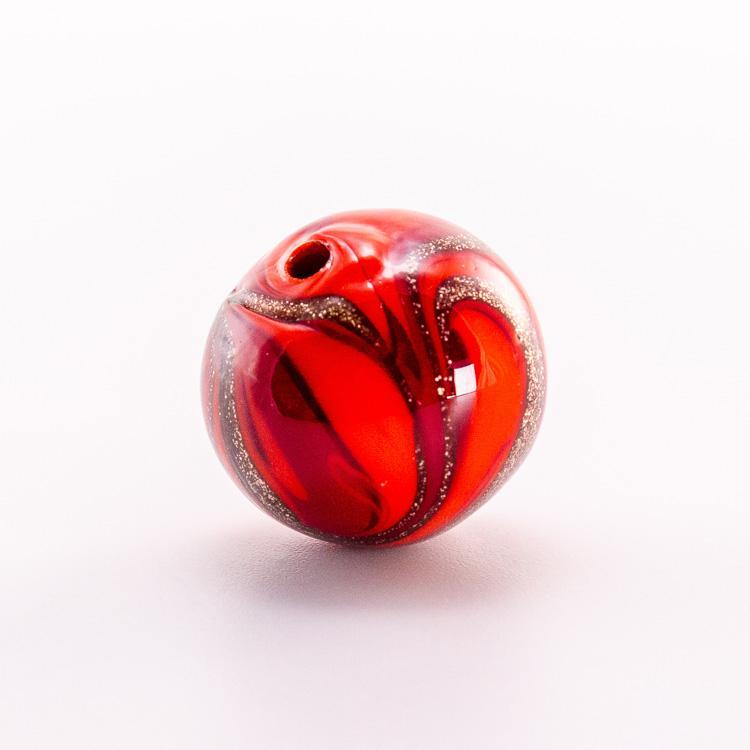 Perla di Murano tonda vetro sommerso rosso Ø16. Foglia oro con avventurina. Foro passante.