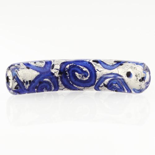 Perla di Murano tubo curvo Medusa Ø9x42. Vetro blu, foglia argento e avventurina blu. Foro passante.