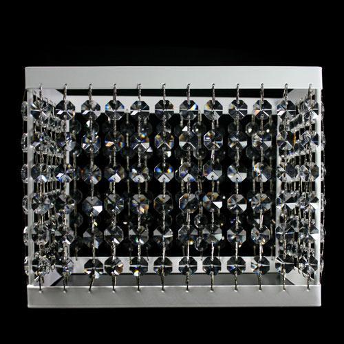 Portacandela rettangolare bianco con catene di ottagoni in cristallo. Misure 22x15xh18 cm