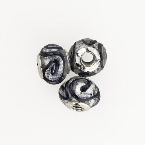 Perla di Murano stile Pandora Vortice Ø13. Vetro trasparente, avventurina blu e foglia argento. Borchia argento 925. Foro passante.