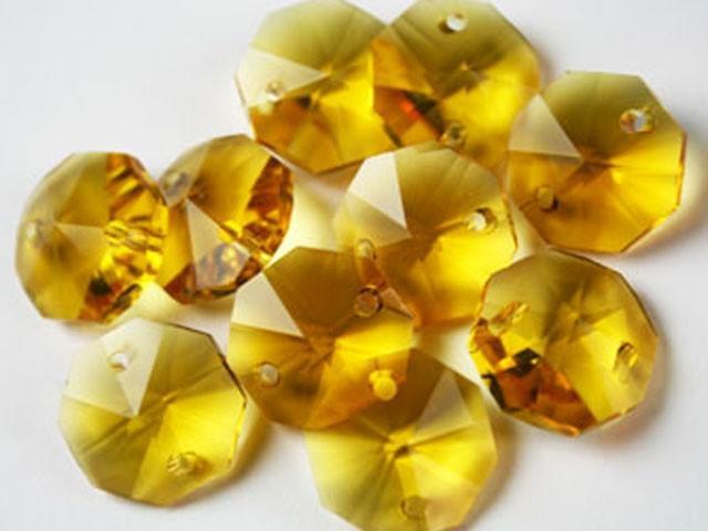 Catena ottagoni 18 mm in cristallo colore giallo, lunghezza 50 cm, clip ottone.