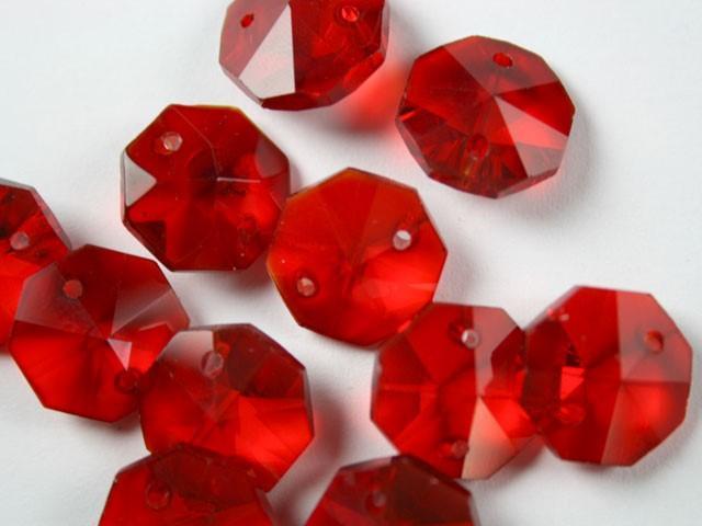 Catena ottagoni 20 mm in cristallo colore rosso, lunghezza 50 cm, clip nickel.
