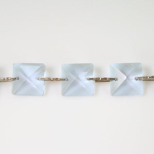 Catena quadrucci cristallo 14 mm - lunghezza 50 cm. Colore viola - clip nickel.