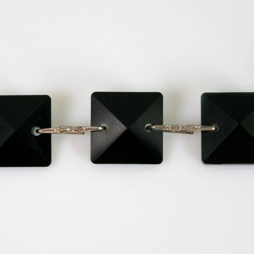 Catena quadrucci cristallo 16 mm - lunghezza 50 cm. Colore nero - clip nickel.
