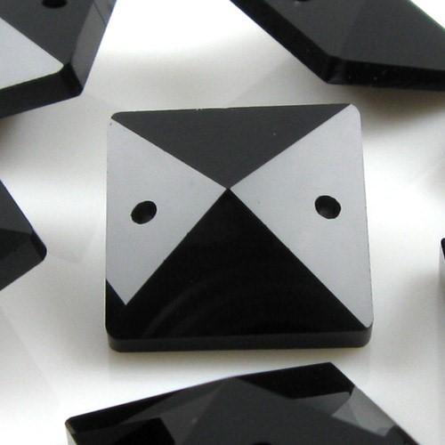 Catena quadrucci cristallo 16 mm - lunghezza 50 cm. Colore nero - clip ottone.
