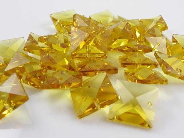 Catena quadrucci cristallo 16 mm - lunghezza 50 cm. Colore giallo - clip nickel.