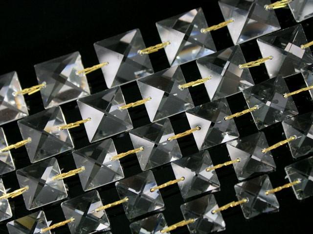 Catena quadrucci cristallo 20 mm - lunghezza 50 cm. Colore puro - clip nickel.