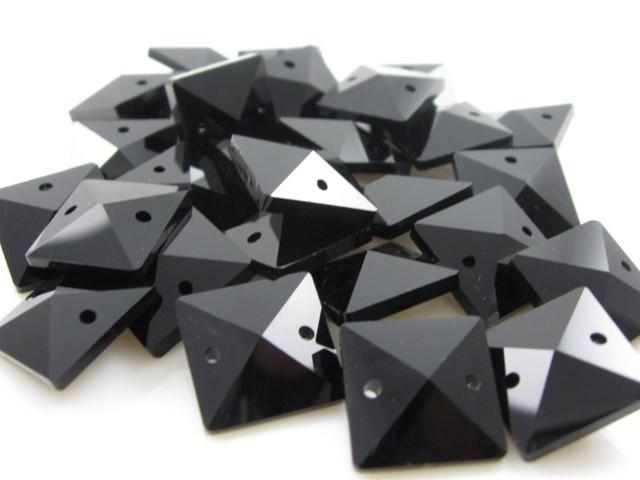 Catena quadrucci cristallo 20 mm - lunghezza 50 cm. Colore nero - clip ottone.