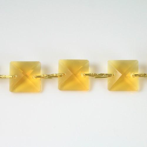 Catena quadrucci cristallo 20 mm - lunghezza 50 cm. Colore giallo - clip ottone.