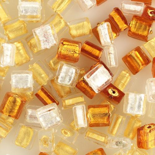Perla di Murano schissa quadrata Ø12. Vetro sommerso ambra chiaro, foglia oro. Foro passante.