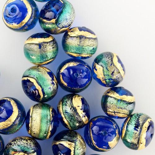 Perla di Murano tonda Sommersa Ø14. Vetro acquamare, bluino, foglia oro. Foro passante.