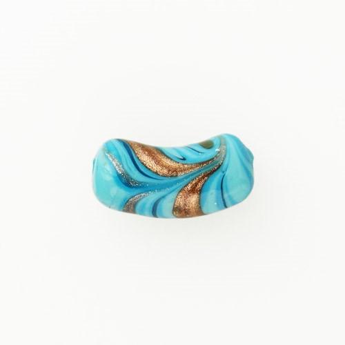 Perla di Murano tubo curvo Fenicio Ø9x23. Vetro bianco, turchese e avventurina. Foro passante.