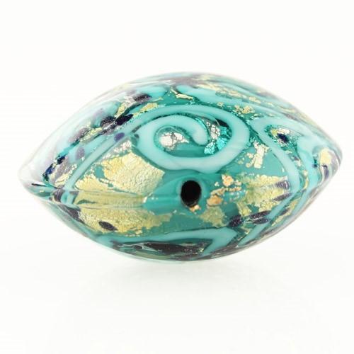Perla di Murano schissa Medusa Ø30. Vetro verde marino, foglia oro e avventurina blu. Foro passante.