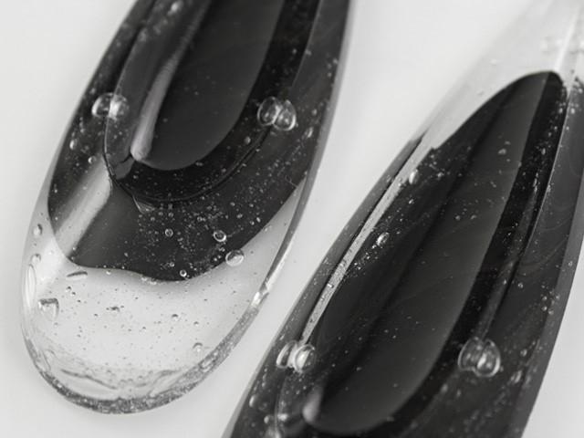 Pendente goccia lacrima 100 mm vetro veneziano colore puro cristallino e nero.