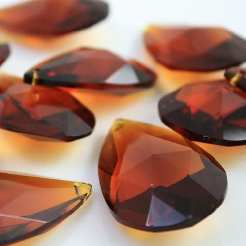Mandorla pendente 28 mm vetro cristallo molato ambra