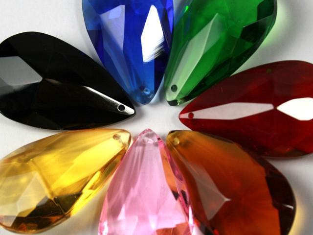 Mandorla pendente 76 mm cristallo vetro molato colore puro taglio classico