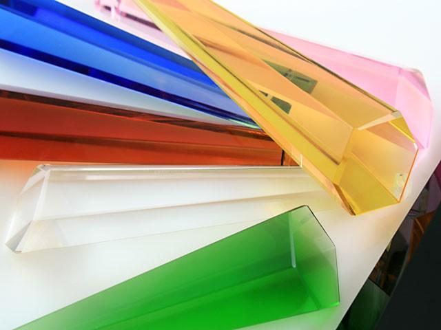Pendaglio prisma 76 mm asimmetrico in cristallo sfaccettato color ambra