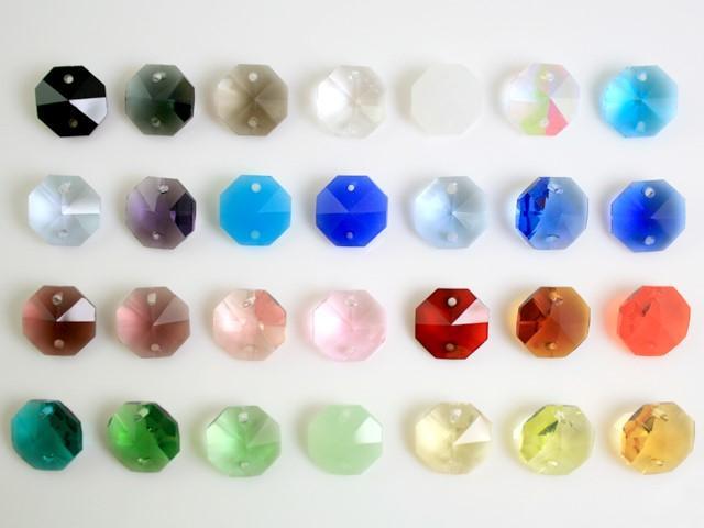 Ottagono 14 mm verde seta vetro cristallo molato 16 facce 2 fori.