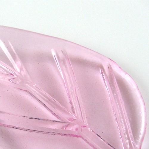 Foglia larga pendente in vetro artigianale color rosa