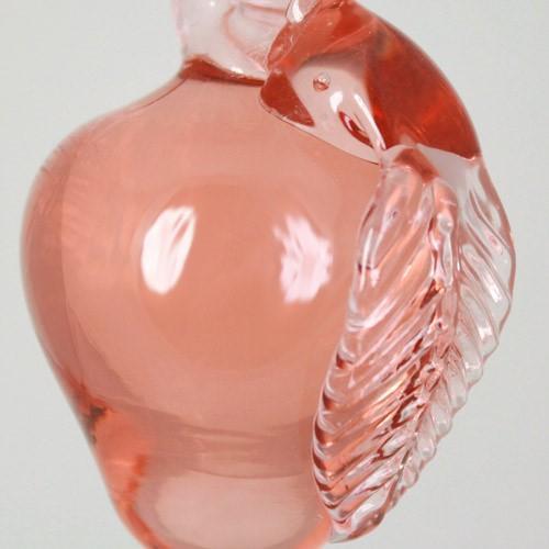 Frutto pendente vetro di Murano con codolo forato. Mela rosa in fogo.