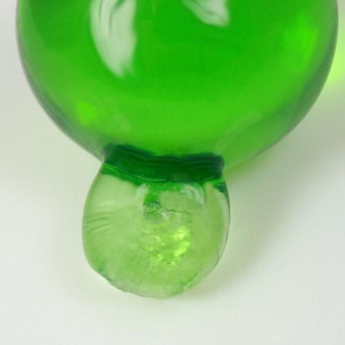 Pendente sfera 35 mm verde chiaro + codolo con foro. Vetro Murano.
