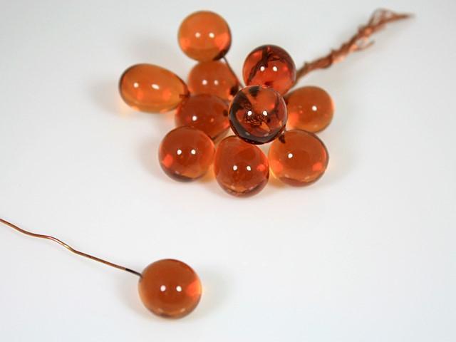 Chicco Ø16 mm con filo di rame, vetro di Murano color ambra scuro in fogo.