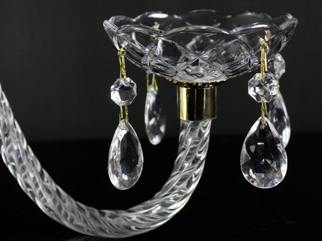 Braccio in vetro cristallino finitura ritorta, 36 cm lunghezza, attacchi color oro.