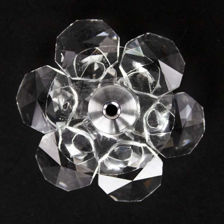 Fiore in cristallo corolla esterna e centrale cristallo. Attacco filetto M6