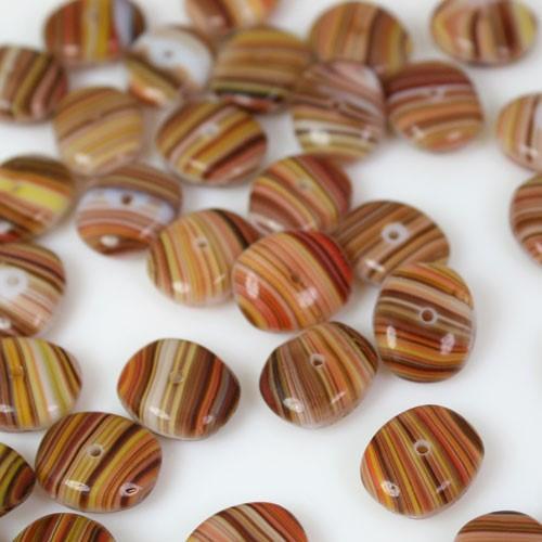 Perla ovale in pasta di vetro striata marrone, ambra, giallo e bianco, 5 mm