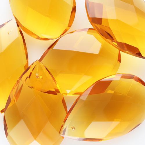 Mandorla pendente h60 mm vetro cristallo di Boemia molato a mano, colore ambra.