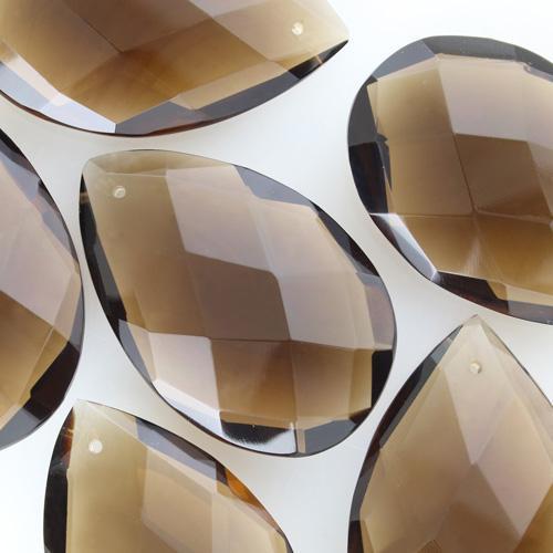 Mandorla in cristallo colorato di Boemia h62 mm marrone fumè. Pendente originale vintage molato a mano.