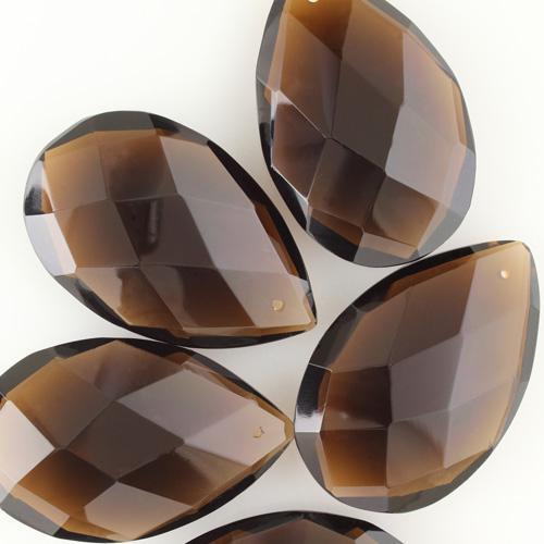 Mandorla in cristallo colorato di Boemia h75 mm marrone fumè. Pendente originale anni *60 molato a mano.
