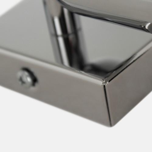 Montatura applique a 2 luci, con 15 fori per agganci e finitura cromo lucida.