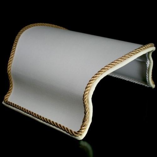 Paralume ventola color avorio con bordura oro, L 40 x h 39 cm.