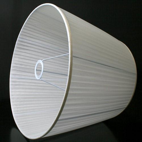 Paralume tronco di cono in organza bianca e passamaneria avorio, Ø40, h 30 cm. Attacco E27