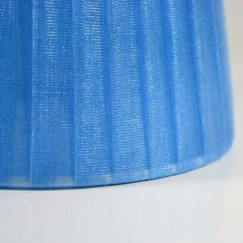 Paralume 4x10x12 cm rivestito in velo siena organza azzurro. Montatura bianca attacco E14