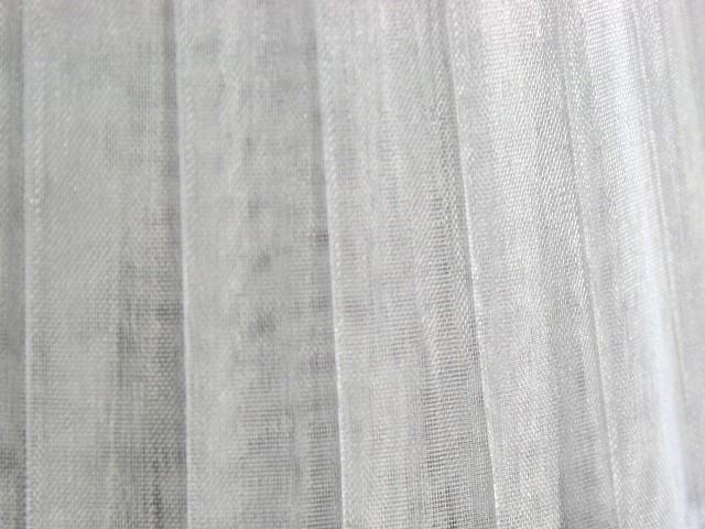 Paralume Ø12 Ø8 h10 cm tronco conico rivestito da velo organza bianca. Montatura bianca a molla.