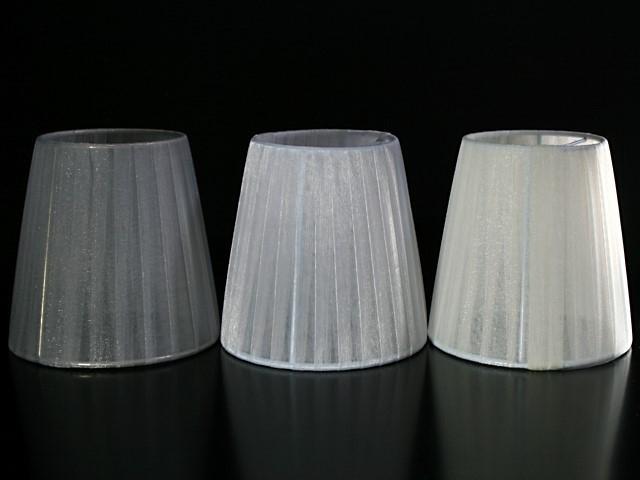 Paralume Ø12 Ø8 h12 cm tronco conico rivestito da velo siena grigio chiaro colore n°2. Montatura nikel a molla.