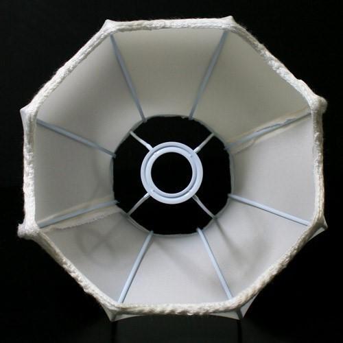 Paralume 23x13x20 cm forma barocca color bianco con passamaneria bianca. Attacco E14