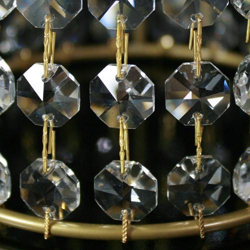 Paralume allestito con cristalli molati trasparenti a 16 facce. Diametro 12 cm