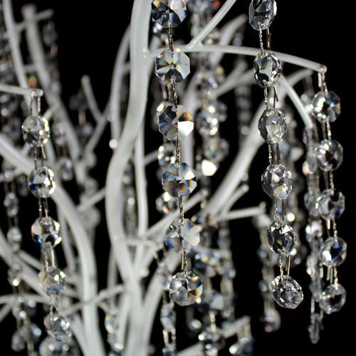 Albero con struttura metallica bianco perla allestito con catene di ottagoni in vetro molato 32 facce color cristallo. Altezza 50 cm