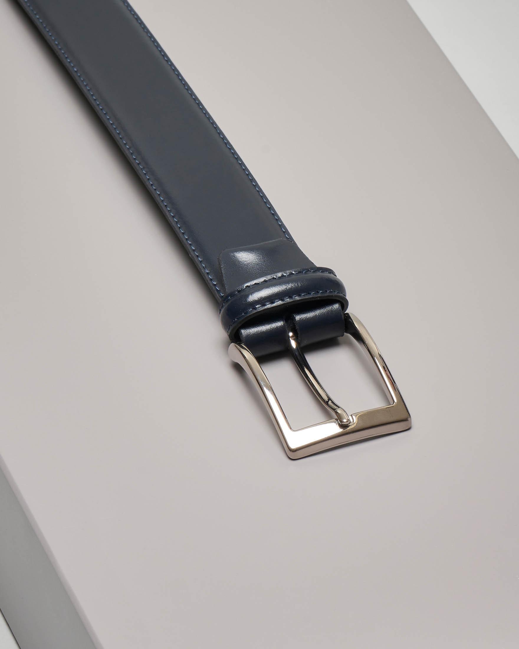 Cintura blu in pelle lucida con impunture a vista