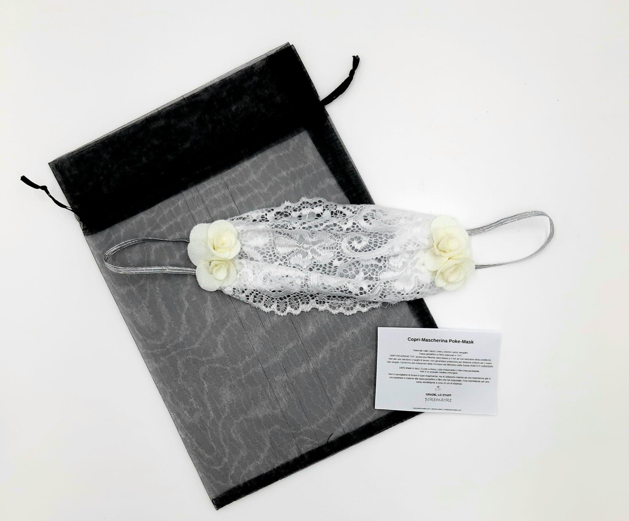 Mascherina bianca con applicazione rose Pokemaoke