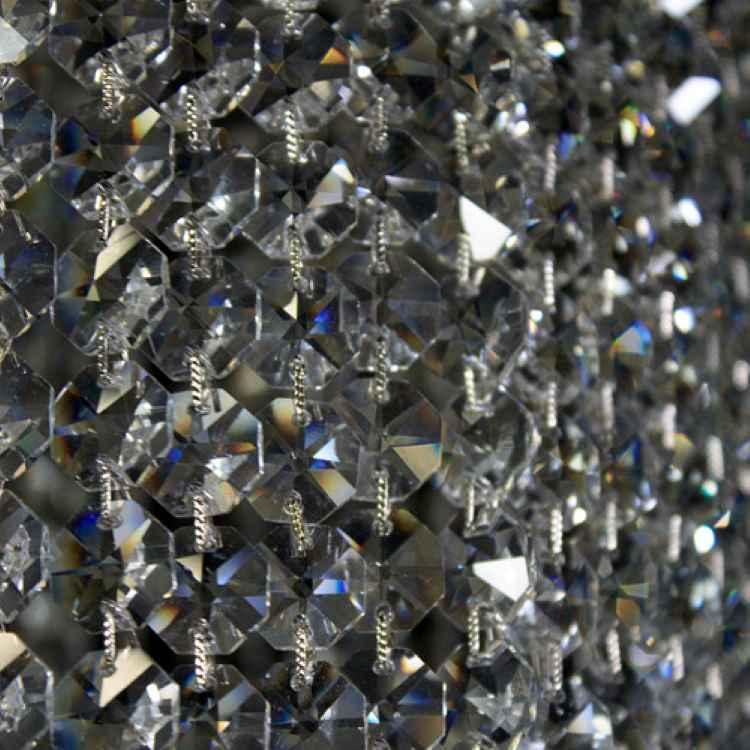 Paralume 30x25 mm. Struttura nickel attacco tradizionale a ghiera E27. Con cristalli molati trasparenti.