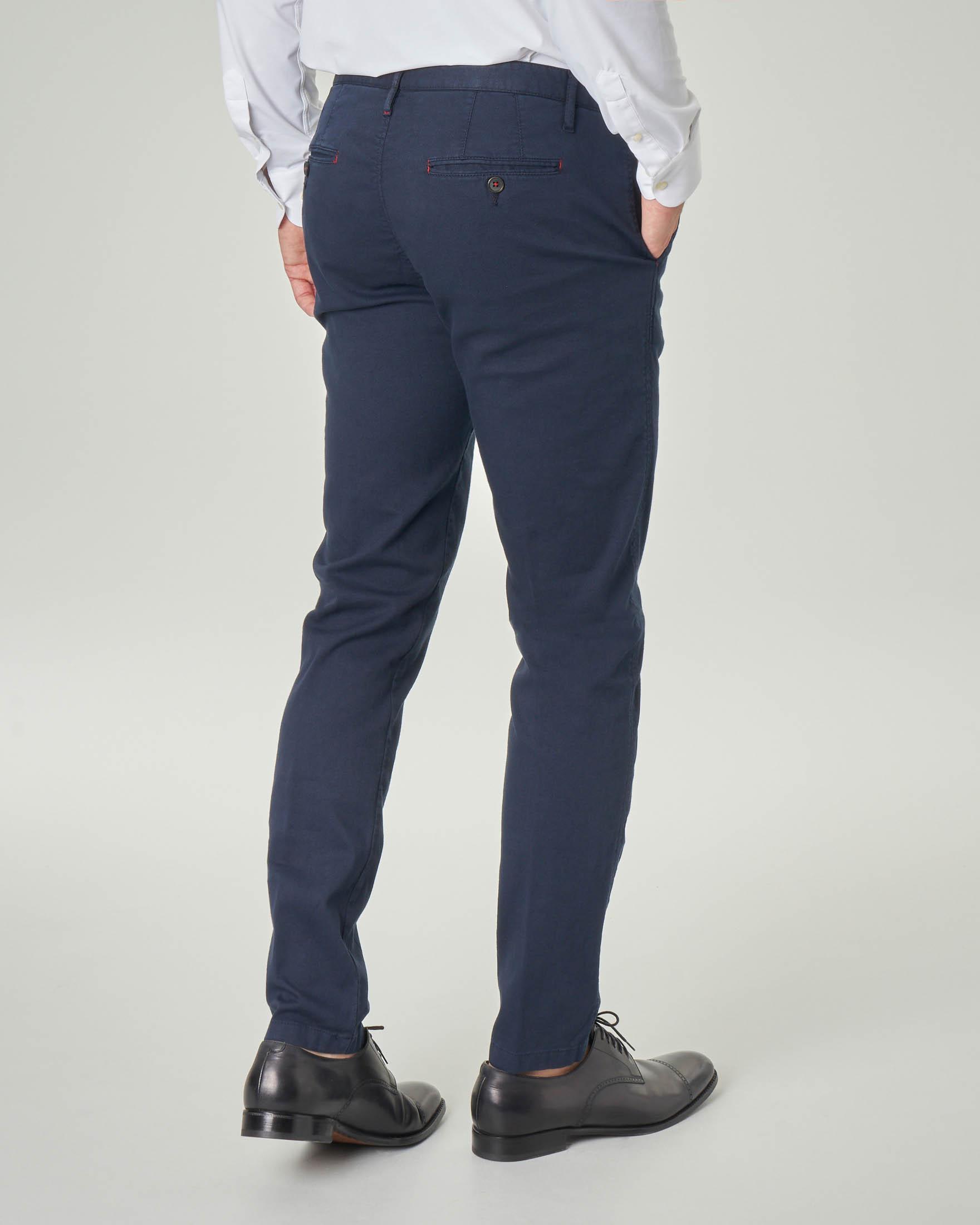 Pantalone chino blu in cotone stretch tinta unita