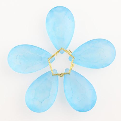 Fiore di cristalli sfaccettati in vetro colore acquamare satinato Ø80 mm con clip oro, composizione decorativa