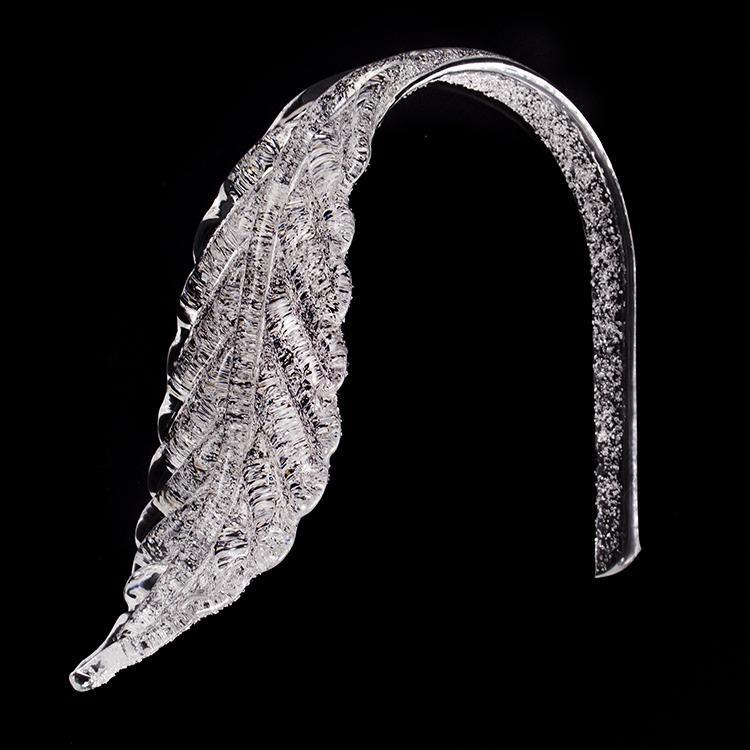 Foglia bassa a piastra in vetro veneziano cristallino con graniglia.