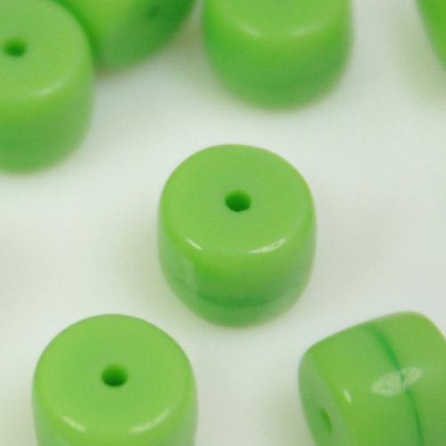 Perla cilindrica corta in pasta di vetro verde, 6 mm