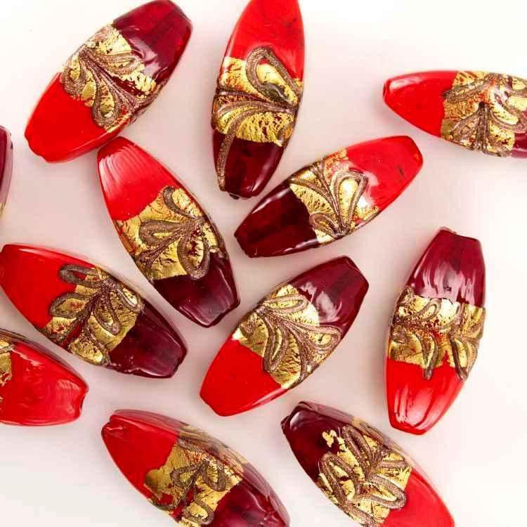 Perla di Murano a oliva 42 mm pasta vitreea con fascia oro e bronzo, vetro rosso, con foro passante.