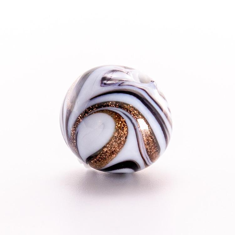 Perla di Murano tonda vetro fenicio bianco e nero Ø16. Paste vitree con avventurina. Foro passante.